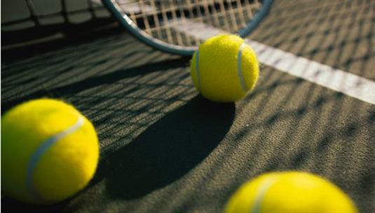Anmäl dig till vår tennisskola; barn som vuxen!